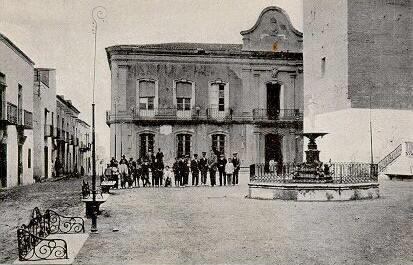 Plaza de la Constitución en Vera (1905).Durante la gerra, se crearon algunas colectividades.