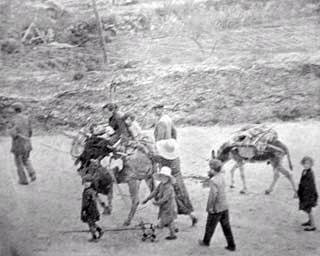 Refugiados de Granada, en la carretera de Motril hacia Almería