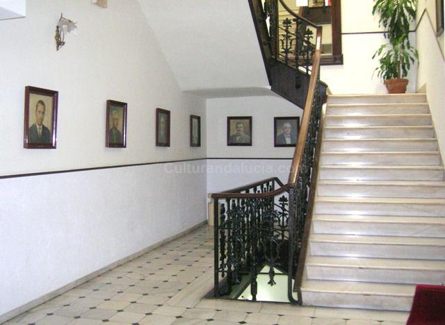 El c rculo mercantil de almer a for Diseno escaleras para segundo piso